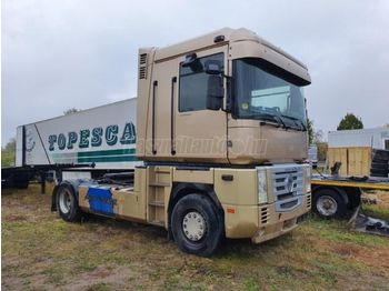 Tractor unit RENAULT Magnum 480 dxi Vontató