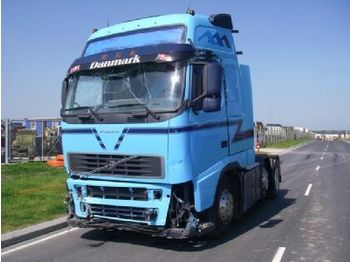 Tractor unit Volvo FH 12 6X2/4 460 HK (DAMAGED)