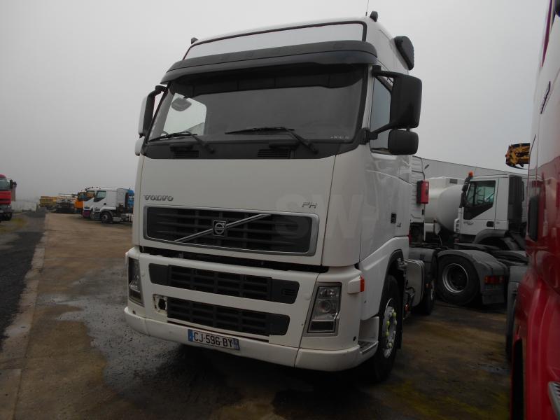 tractor unit Volvo FH 440