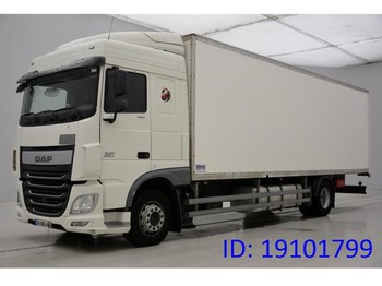 Box truck DAF XF105.460 Space Cab