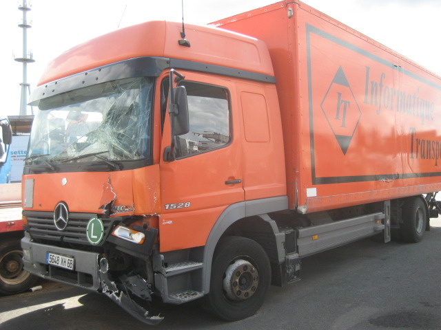 Mercedes atego 1528 cargo box truck from france for sale for Mercedes benz cargo box