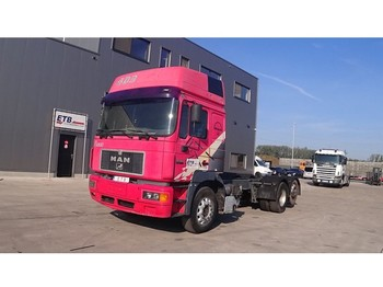 Cab chassis truck MAN 26.403 (6 CYLINDER / 6X2)