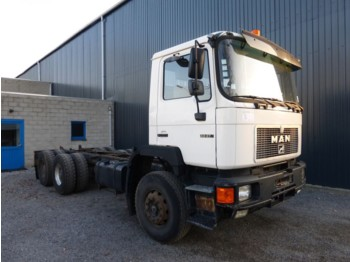 MAN 33 372 GROS PONTS 6x4 - cab chassis truck