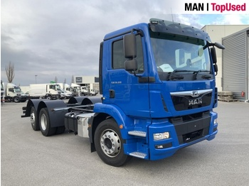 Cab chassis truck MAN TGM 26.320 6X2-4 BL: picture 1