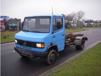 Cab chassis truck Mercedes Benz 711 D. 4X2.