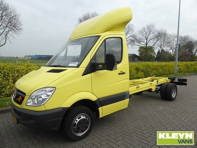 Mercedes benz sprinter 515 cdi cab chassis truck from for Mercedes benz sprinter cab chassis