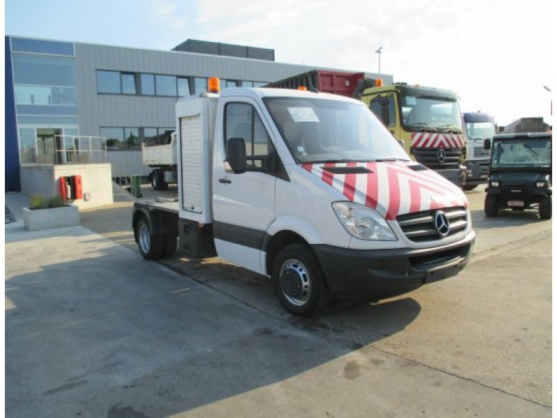 Mercedes benz sprinter 518 cdi cab chassis truck from for Mercedes benz sprinter cab chassis