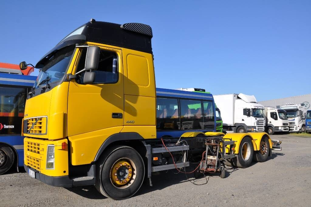 cab chassis truck VOLVO Fh440