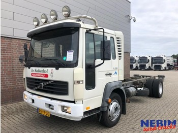 Volvo FL6 220 Euro 3 4x2 - cab chassis truck
