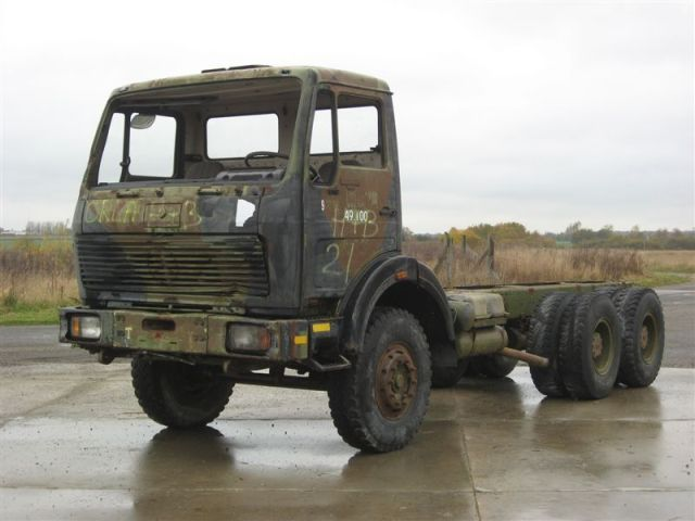 Mercedes benz 2626 6x4 ex army spare parts truck for Mercedes benz truck parts