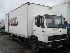 Mercedes 914 cargo trailer closed box truck from france for Mercedes benz cargo box