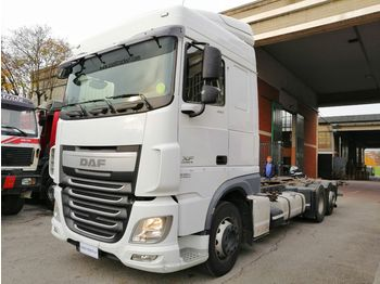 Container transporter/ swap body truck DAF XF 460: picture 1