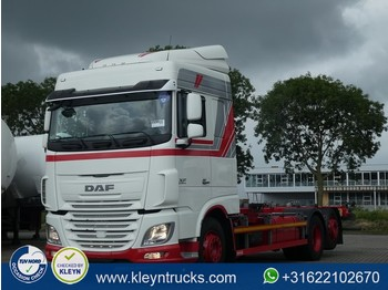 Container transporter/ swap body truck DAF XF 460 spacecab e6 intarder