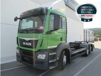 Container transporter/ swap body truck MAN TGS 26.320 6X2-2 LL: picture 1