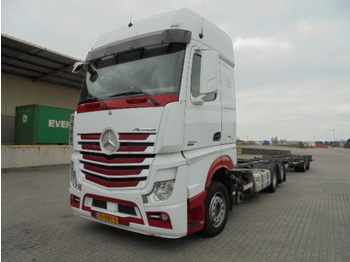 Container transporter/ swap body truck Mercedes-Benz ACTROS 2542