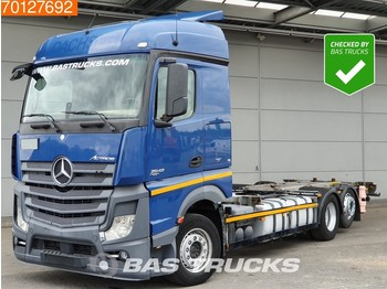 Container transporter/ swap body truck Mercedes-Benz Actros 2542 6X2 Retarder Liftachse ACC 2x Tanks StreamSpace Euro 6