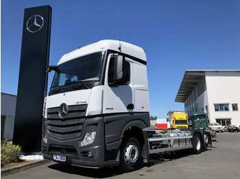 Container transporter/ swap body truck Mercedes-Benz Actros 2543 LL BDF 2x AHK Safety Pack Retarder
