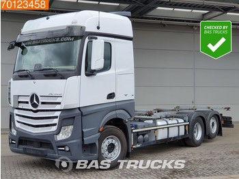 Container transporter/ swap body truck Mercedes-Benz Actros 2545 6X2 Retarder Liftachse 2x Tanks Euro 6