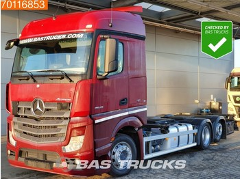 Container transporter/ swap body truck Mercedes-Benz Actros 2545 L 6X2 Retarder Liftachse Standklima Euro 6