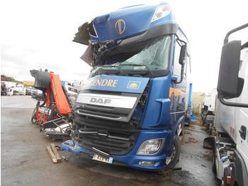 Curtainsider truck DAF XF105 460