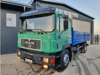 Curtainsider truck MAN 19.422 4x2 stake body - ZF Gearbox