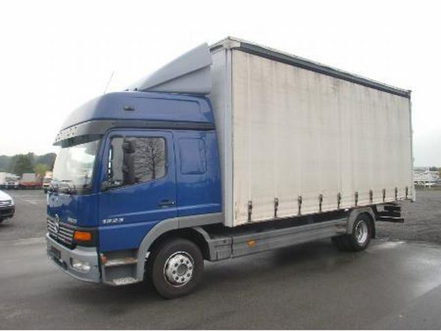 Mercedes-Benz Atego 1223 case 2004 Box Truck Photo and Specs
