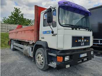 MAN 19-272 - flatbed truck