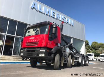 IVECO AD340T45 8X4. PORTACONTENEDORES. COLOR ROJO - hook lift truck