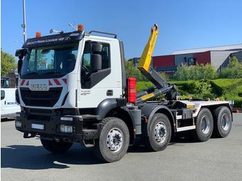 Hook lift truck Iveco Trakker 410