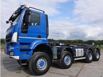 Hook lift truck Iveco Trakker 450 8 x 8 / 30 tons container system