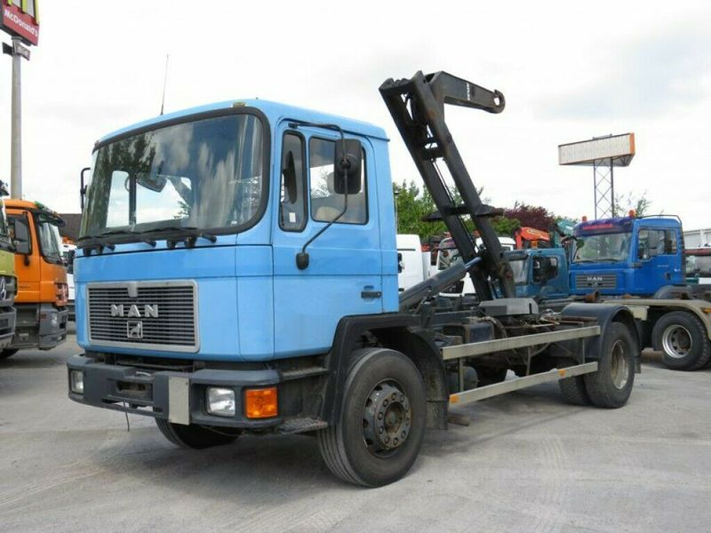 hook lift truck MAN F90 18.232 F Abrollkipper Atlas