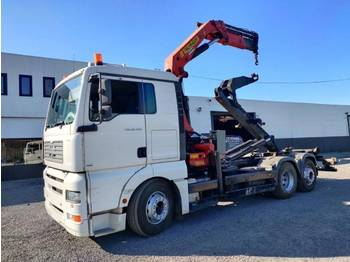 MAN TGA 26.430 6x2 container Euro3 - hook lift truck