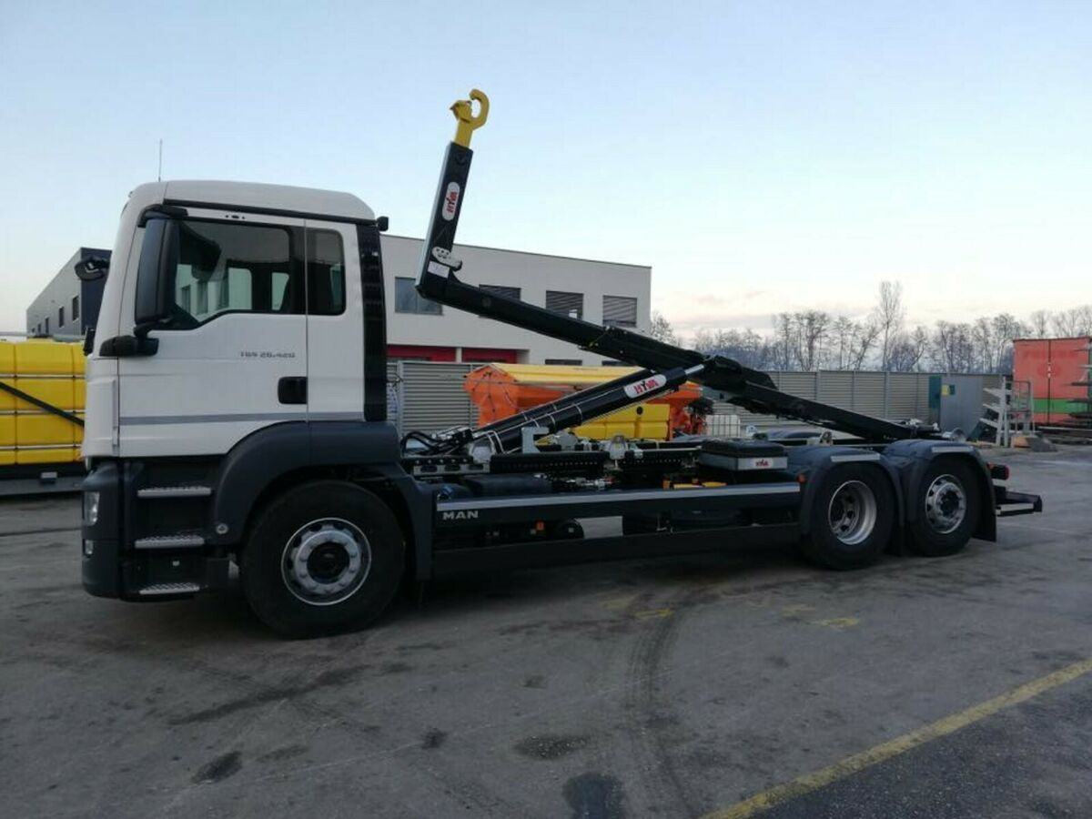 hook lift truck MAN TGS 26.430 / 6X2 / Hyva / Lenk Achse Euro6d