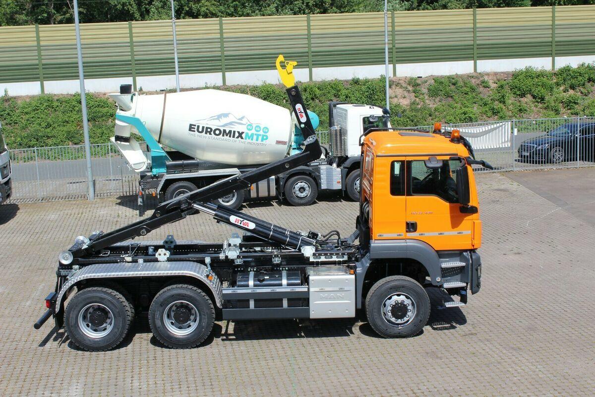 hook lift truck MAN TGS 33.430 6x6 Abrollkipper Hyva