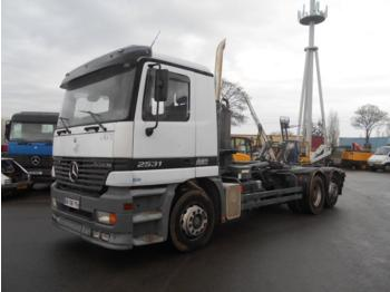 Hook lift truck Mercedes Actros 2531