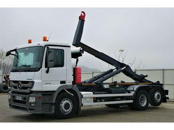 Hook lift truck Mercedes-Benz ACTROS 2536 Abrollkipper 5,80m *6x2* Top Zustand