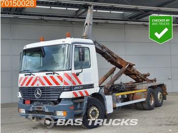 Hook lift truck Mercedes-Benz Actros 2531 6X2 3-Pedals Euro 2