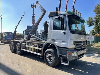 Hook lift truck Mercedes-Benz Actros 3341 6x4 - AJK 20 T container systeem - banden 90%
