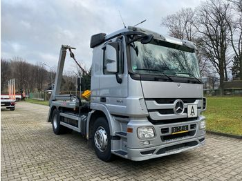 Skip loader truck Mercedes-Benz 1841 ACTROS MP3 *ABSETZKIPPER HIAB MULTILIFT* E5: picture 1