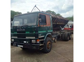 SCANIA P82 H 210 left hand drive 6 cylinder 10 tyres 26 ton - tipper