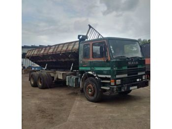 SCANIA P 82H 210 left hand drive Turbo 26 ton volquete tumba - tipper