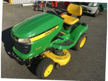 John Deere X320 - maşină de tuns iarba
