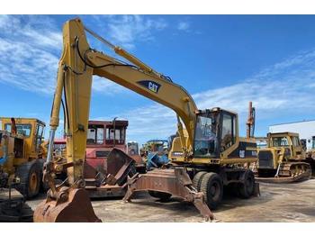 Caterpillar M 318  - excavator pe roţi