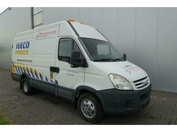 Closed box van Iveco DAILY 35C18 HPI 4X2 SERVICE VAN EURO 3
