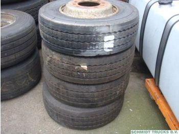 Michelin 4x Michelin 245/ 70/ R17.5 Banden - rehvid