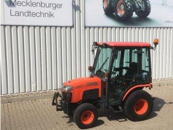Kubota B2530 - tractor para trabajos municipales