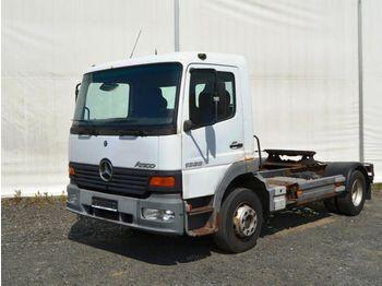 Vetopöytäauto MERCEDES-BENZ Atego 1328 hydraulika