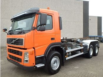 Volvo FM 26.420 + Chain system + Airco - containertransporter/ wissellaadbak vrachtwagen