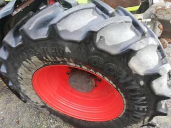CLAAS Ares 826 RZ - zemědělský traktor