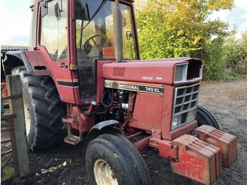 Case IH 845 XL - zemědělský traktor